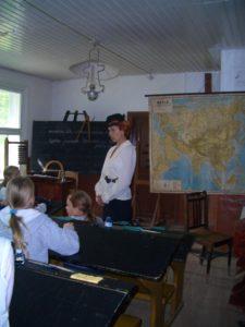 Karilatsi Vabaõhumuuseumi Karilatsi koolitund
